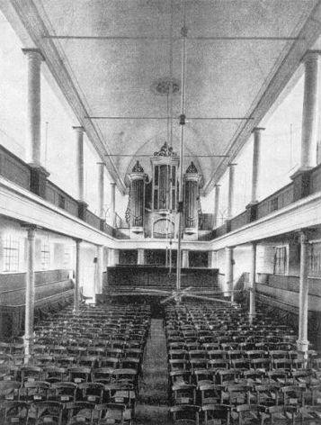 De Nieuwe Kerk in Den Helder, interieur omstreeks 1900.